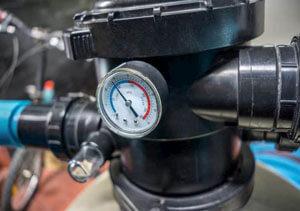 Manometro filtro  300x211 - شفاف سازی آب استخر