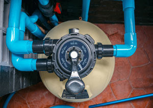 shutterstock 1169878090 min 300x211 - شفاف سازی آب استخر